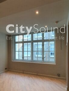 06.1 Secondary sliding windows fitted to cover this large openeing (Convent Garden, London)